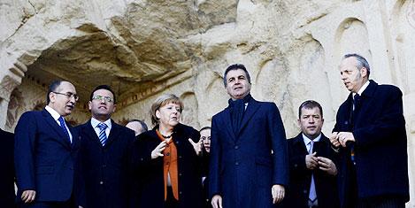 Bakan Çelik Merkel'e eşlik etti