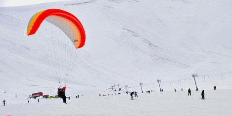 Kayak Merkezinde yamaç paraşütü