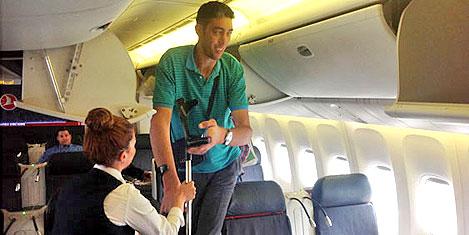 Uzun adam uçağı sığmadı
