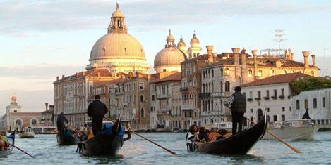 Kanallar şehri Venedik'te bayram