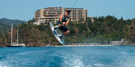 D-Hotel Maris'te su kayağı
