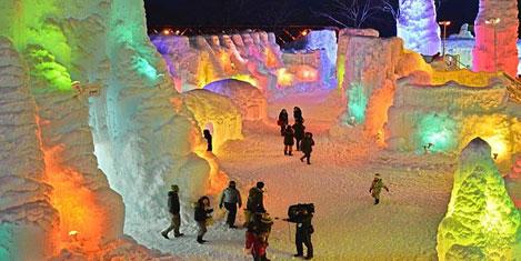 Buz Festivalinde renkli görüntüler