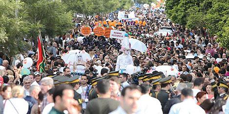 Adana Karnavalı Rio'yu aratmadı