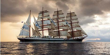 En büyük yelkenli İstanbul'da