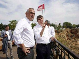 Bakan Ersoy: Konyaaltı Sahili Antalya'ya çok yakıştı
