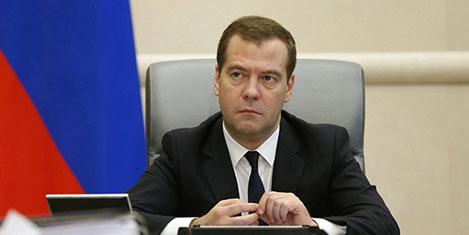 Medvedev'den uçuş sınırlama