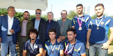 Fenerbahçe'de büyük kutlama