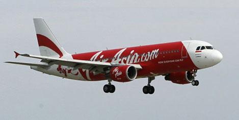 Air Asia yolcu uçağı kayboldu