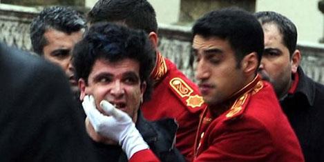 Dolmabahçe Sarayı'na saldırı