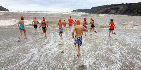 Hollandalılar Kilyos'ta denize girdi