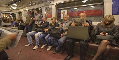 Moskova metrosunda çöpçatanlık