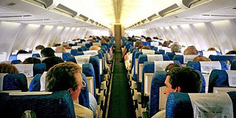 Uçakta genci öpen kadına ceza