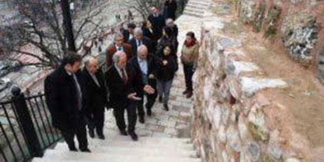 Bursa'da 2300 yıllık surlar onarılıyor