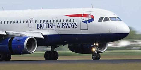 Koku yüzünden uçak geri döndü