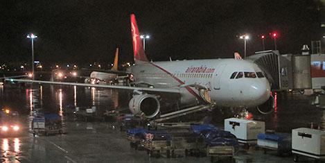 Fırtınada uçaklar tehlike atlattı