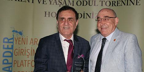 Dr.Cüneyt Mengü'ye Turizm Ödülü
