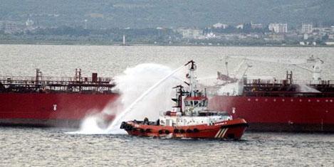 Çanakkale'de tankerle gemi çarpıştı