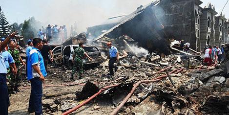 Uçak otele düştü: 116 ölü