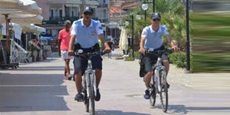 Kuşadası'nda bisikletli turizm polisi