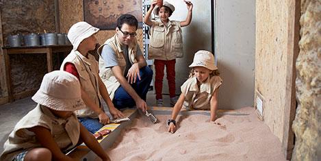 Minik arkeologlar müzede