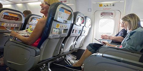 acil çıkış koltuğu uçak ile ilgili görsel sonucu
