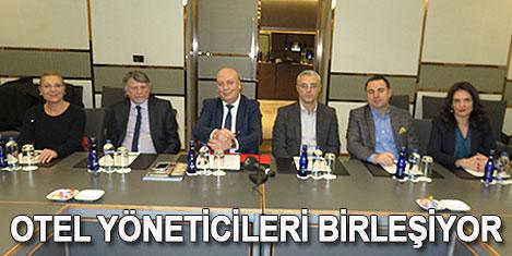 """Otel yöneticileri TÜROYD""""da"""