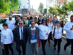 Kuşadası Zeytin Festivali yürüyüşle başladı