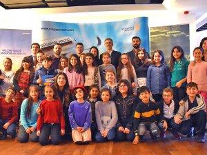 Singapur Havayolları, 'Sivil Havacılık Günü'nü çocuklarla kutladı