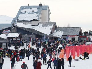 Erciyes'i sezonun ilk hafta sonunda 30 bin kişi ziyaret etti