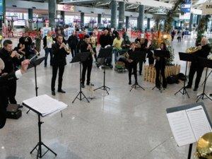 Havaalanında senfonik yeni yıl konseri