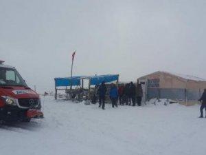 Kara saplanan tur otobüsündeki 46 kişi kurtarıldı