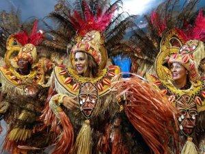 Brezilya Samba Festivali'nde caddeler renklendi