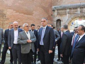 """Bakan Ersoy, """"Yıl bitmeden İznik, müzesine kavuşacak"""