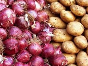 Amasya'da depolar boşaldı, patates tavan yapacak
