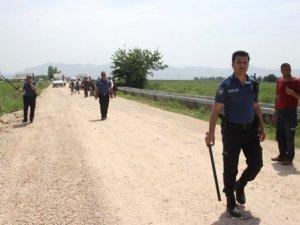 Polisler, başakçılara karşı patates tarlasında nöbet tuttu