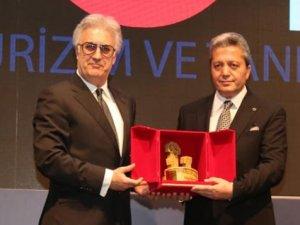 Taş Fırın erkeği Tamer Karadağlı'ya turizm'e katkı ödülü
