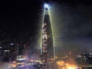 Dünyanınbeşinci binasındahavai fişek festivali