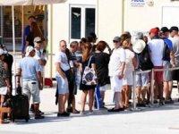 Türkler 1.5 saat kuyrukta bekliyor