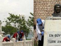 İBB'den Sarayburnu'ndaki Atatürk heykelinde temizlik ve bakım
