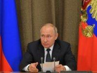 Putin, havayolu şirketlerine Gürcistan'a uçmayı yasakladı