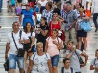 Antalya'ya hava yoluyla bir günde 90 bin 889 turist geldi