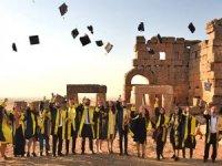 Zerzevan Kalesi'nde arkeoloji bölümünün mezuniyet töreni