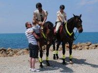 Side'de turistlerin güvenliğini atlı jandarmalar sağlıyor