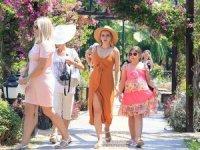 Antalya Belediyesi, Kaleiçi'ni çiçeklerle süsledi
