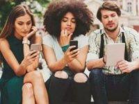 Instagram ve Facebook kullanıcıları arasında 53 yaş var