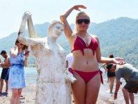 Kızkumu'nda ünlü Prenses heykeline çirkin saldırı