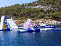 Lüks yata deniz ortasında su parkı kurdular