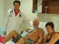 Kalp krizi geçiren yaşlı turistler Antalya'da hayat buluyor
