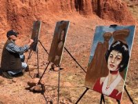 Ünlü yüzleri Narman Peri Bacaları'yla resmetti