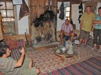 Turistler taş evlerde bir asır öncesini yaşıyor